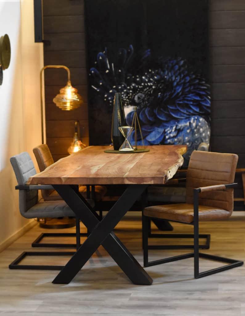 Live Edge tafel + 4 Nine stoelen