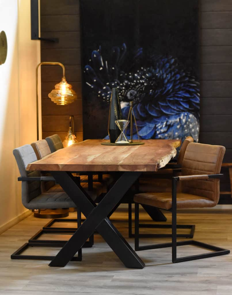 Live Edge tafel + 6 Nine stoelen