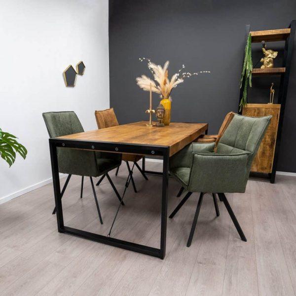 Eettafel Britt & Seven stoelen